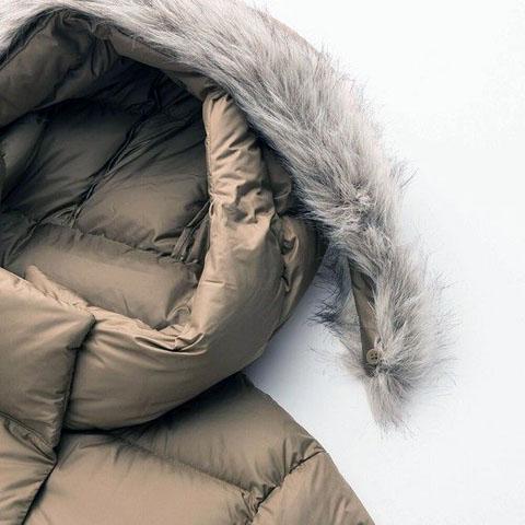 """ライトウェイトダウンフーデットコート「ロング丈でしっかり暖めながら、サラサラの手触りが心地よく、着心地も軽いダウンコート。</p> <p>」、35 BROWN"""" /><br /><br />お値段:<span style="""